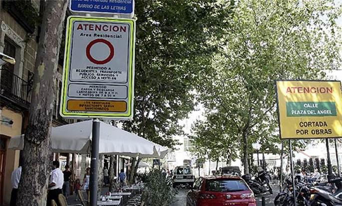 El peligro de aparcar en el Barrio de las Letras de Madrid