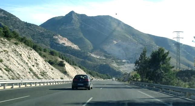 El problema y molestia de usar sin medida el carril central en autopistas