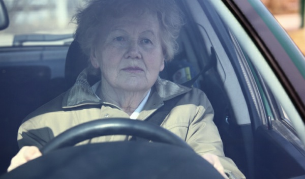 Límites para el carnet de conducir a las personas mayores
