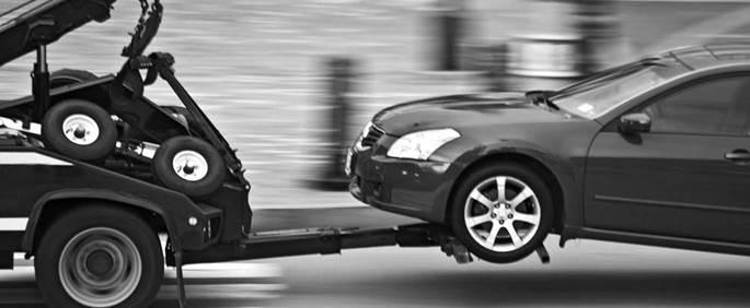 La multa de tráfico a un coche remolcado por una grúa se repite