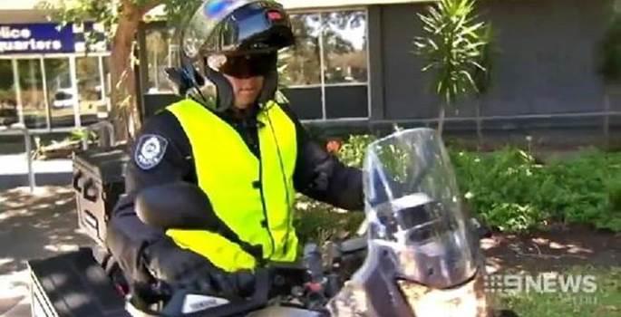 Policías de incógnito para poner multas a los conductores que usan el móvil